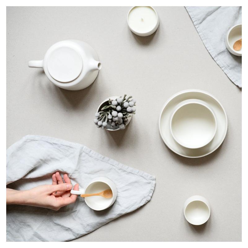 assiette en porcelaine par laurence labb chez maison godillot. Black Bedroom Furniture Sets. Home Design Ideas