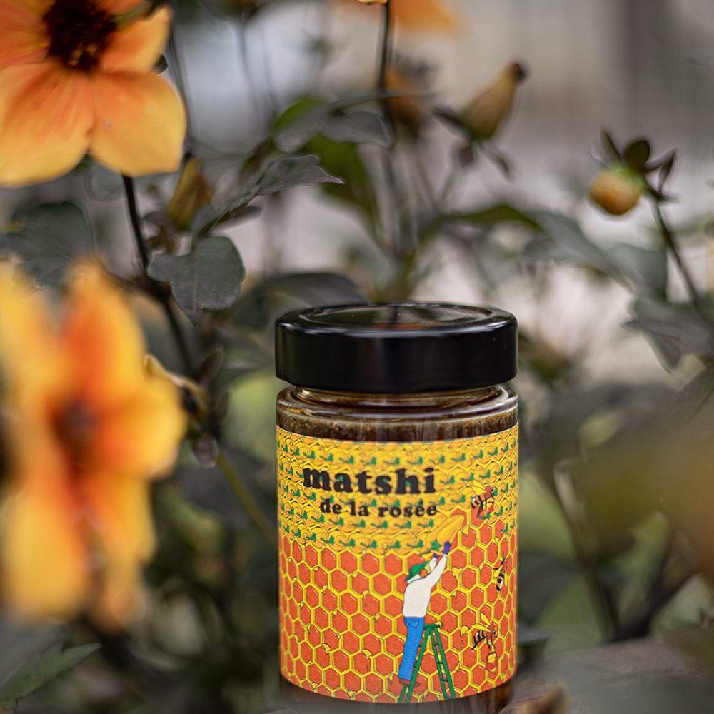 MATSHI + DE LA ROSEE - Miel pimenté en édition limitée par DE LA ROSEE x THE SOCIAL FOODPréparation à base de miel de sapin récolté dans les forêts du Haut-Rhin et de piments bio « Hot Lemon » - ou Lemon Drop - cultivés en France.Une préparation inédite qui dévoile dans un premier temps les notes de fruits confits et de sirop d'érable du miel de sapin, légèrement boisées. La saveur citronnée du piment Hot Lemon prend le relais pour laisser place à la chaleur finale.#matshisauce #mielépicé #maisongodillot